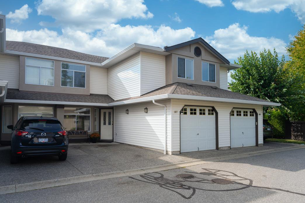 "Main Photo: 107 8260 162A Avenue in Surrey: Fleetwood Tynehead Townhouse for sale in ""Fleetwood Meadows"" : MLS®# R2499066"