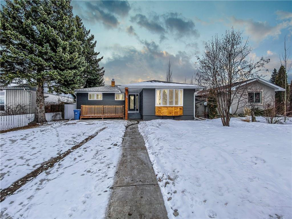 Main Photo: 34 Southampton Drive SW in Calgary: Southwood Detached for sale : MLS®# C4293284