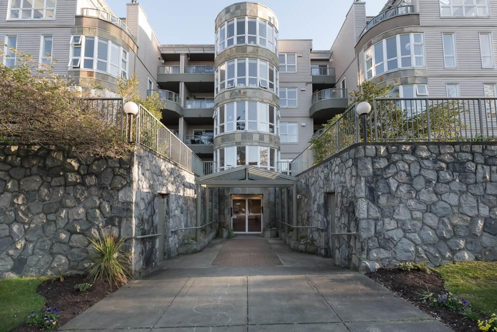 Main Photo: 205 2428 W 1ST AVENUE in Vancouver: Kitsilano Condo for sale (Vancouver West)  : MLS®# R2450860