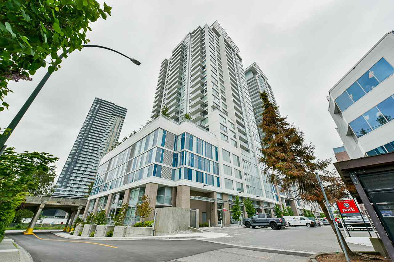 "Main Photo: 707 988 QUAYSIDE Drive in New Westminster: Quay Condo for sale in ""Riversky 2 by Bosa"" : MLS®# R2457923"