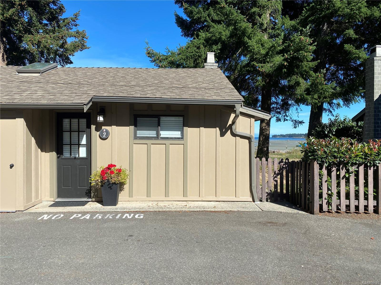 Main Photo: 2 1051 Resort Dr in : PQ Parksville Row/Townhouse for sale (Parksville/Qualicum)  : MLS®# 855620