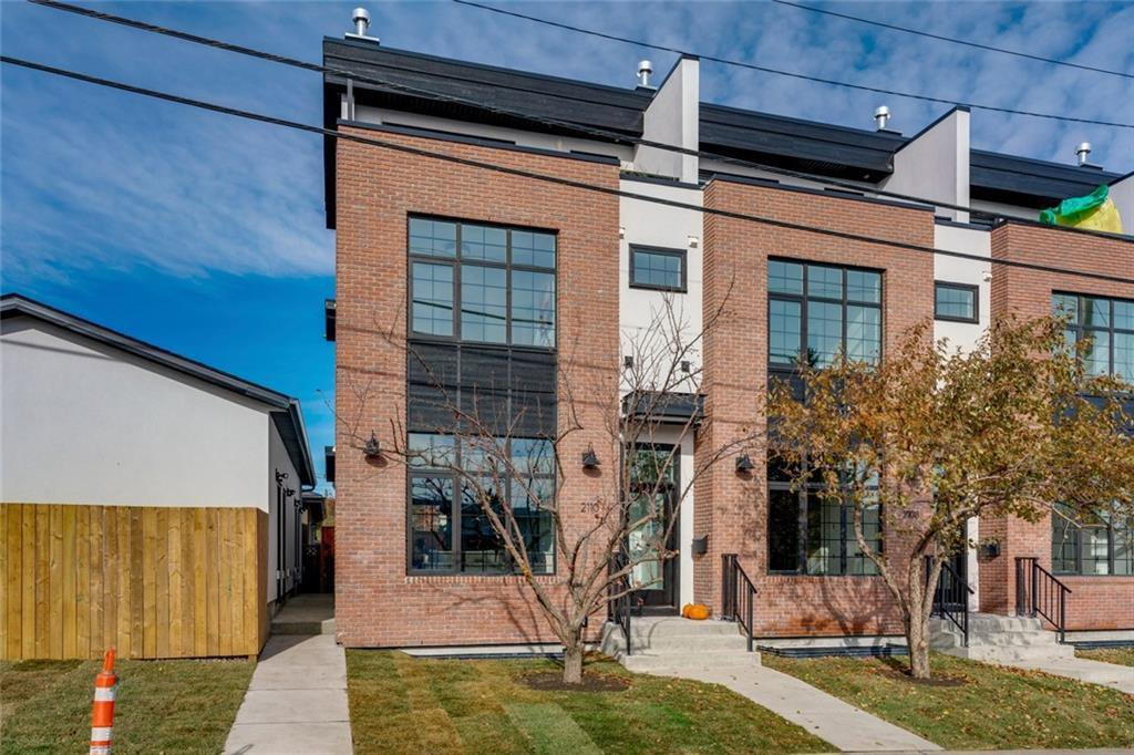 Main Photo: 2108 49 Avenue SW in Calgary: Altadore Row/Townhouse for sale : MLS®# C4273549