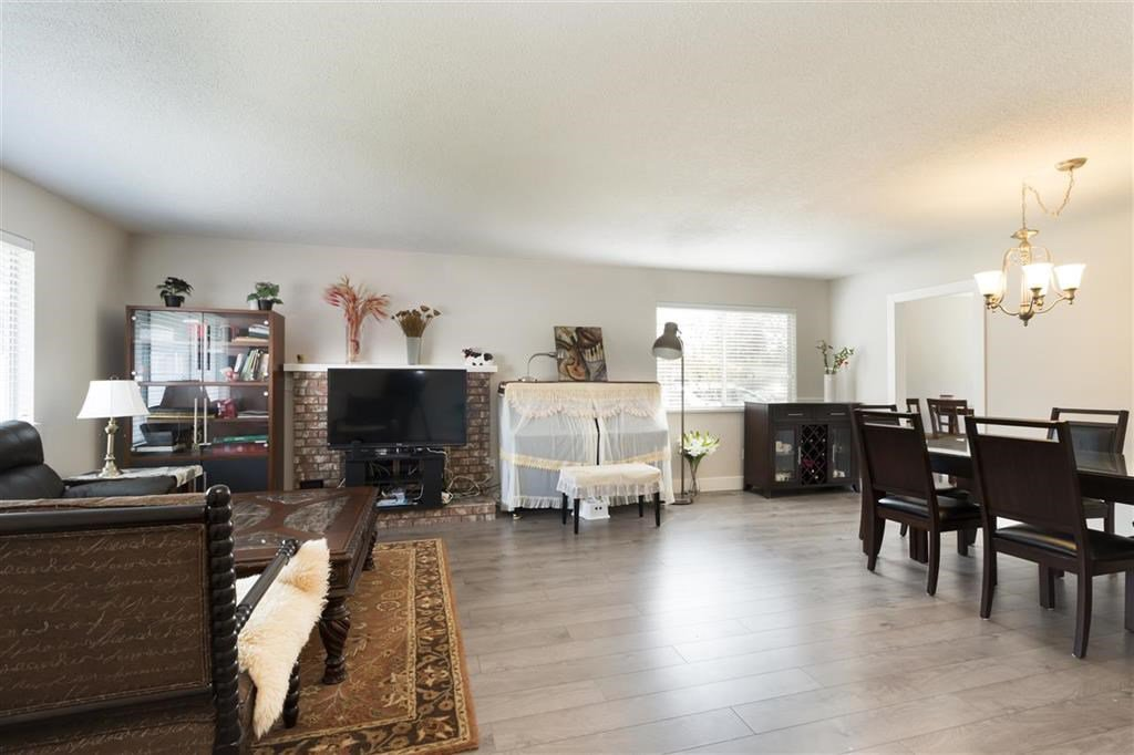Main Photo: 14392 17A Avenue in Surrey: Sunnyside Park Surrey House for sale (South Surrey White Rock)  : MLS®# R2419535