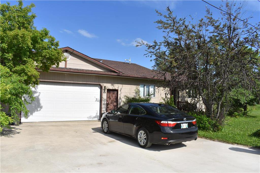 Main Photo: 40 SUNSET Boulevard in Gimli Rm: Siglavik Residential for sale (R26)  : MLS®# 202015085