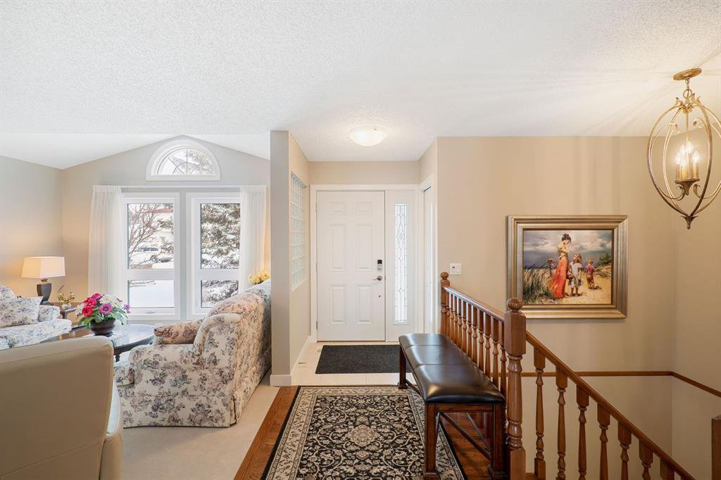 Photo 3: Photos: 15 Arbour Ridge Way NW in Calgary: Arbour Lake Detached for sale : MLS®# A1049073