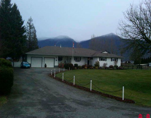 Main Photo: 8548 BANFORD Road in Chilliwack: East Chilliwack House for sale : MLS®# H1000556
