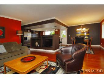 Main Photo: 4042 Hessington Place in VICTORIA: SE Arbutus Single Family Detached for sale (Saanich East)  : MLS®# 532222