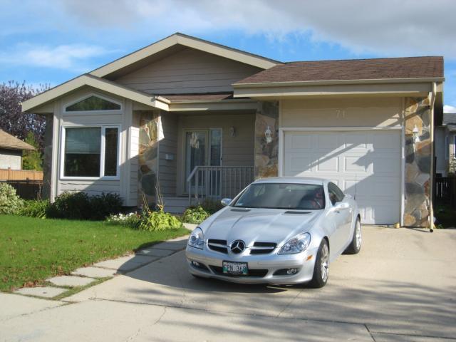 Main Photo: 71 MALMSBURY Avenue in WINNIPEG: St Vital Residential for sale (South East Winnipeg)  : MLS®# 1019316