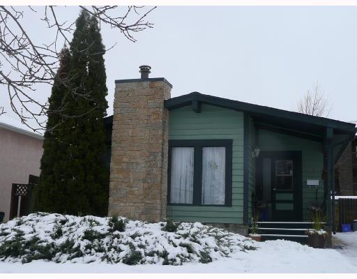 Main Photo: 17 PETRIW Bay in WINNIPEG: Maples / Tyndall Park Residential for sale (North West Winnipeg)  : MLS®# 2821516