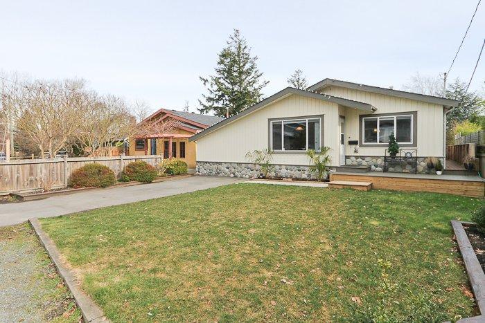 """Main Photo: 1708 DUNCAN Drive in Tsawwassen: Beach Grove House for sale in """"BEACH GROVE"""" : MLS®# V868678"""