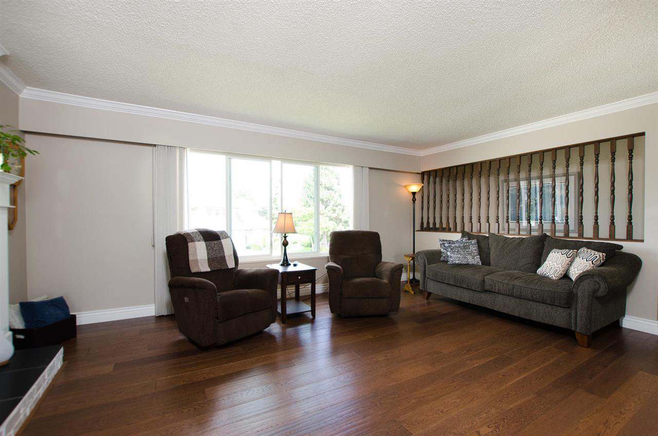 Photo 4: Photos: 5574 49 Avenue in Delta: Hawthorne House for sale (Ladner)  : MLS®# R2388506