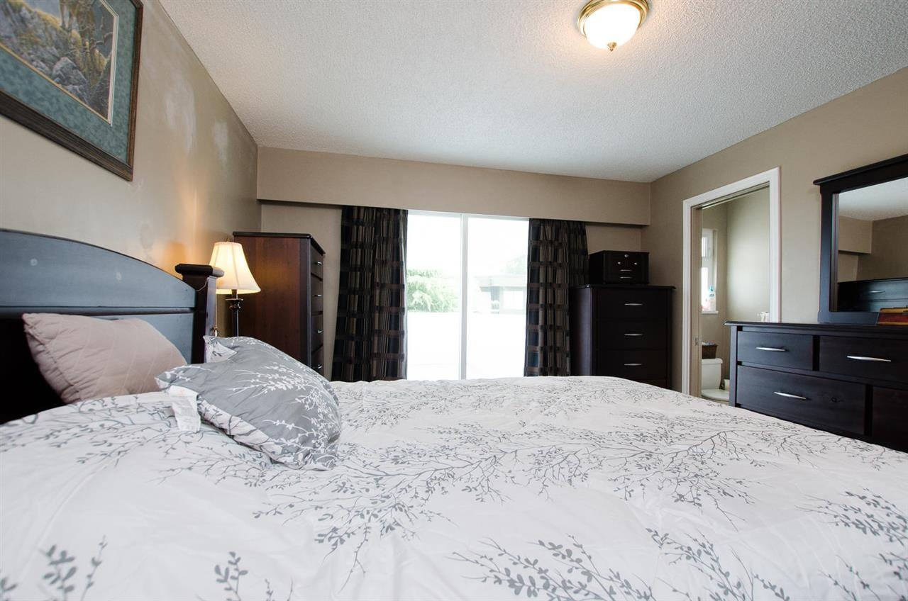 Photo 10: Photos: 5574 49 Avenue in Delta: Hawthorne House for sale (Ladner)  : MLS®# R2388506