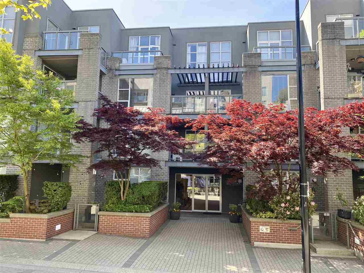 Main Photo: 313 2288 MARSTRAND AVENUE in Vancouver: Kitsilano Condo for sale (Vancouver West)  : MLS®# R2454175
