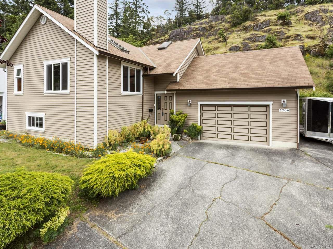 Main Photo: 3700 Howden Dr in NANAIMO: Na Uplands House for sale (Nanaimo)  : MLS®# 841227
