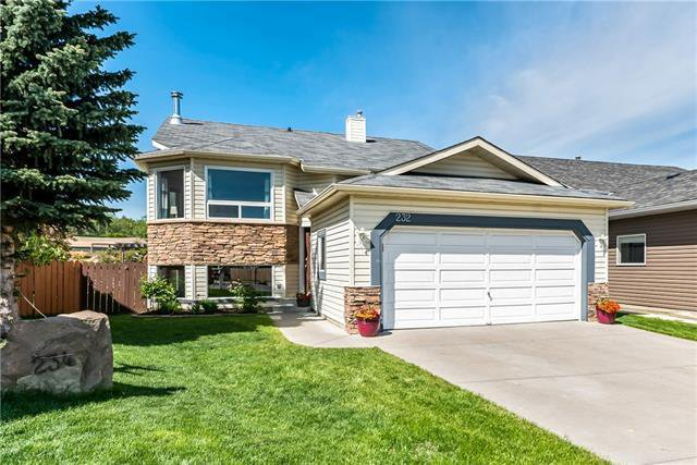 Main Photo: 232 Sheep River Lane: Okotoks Detached for sale : MLS®# C4299830