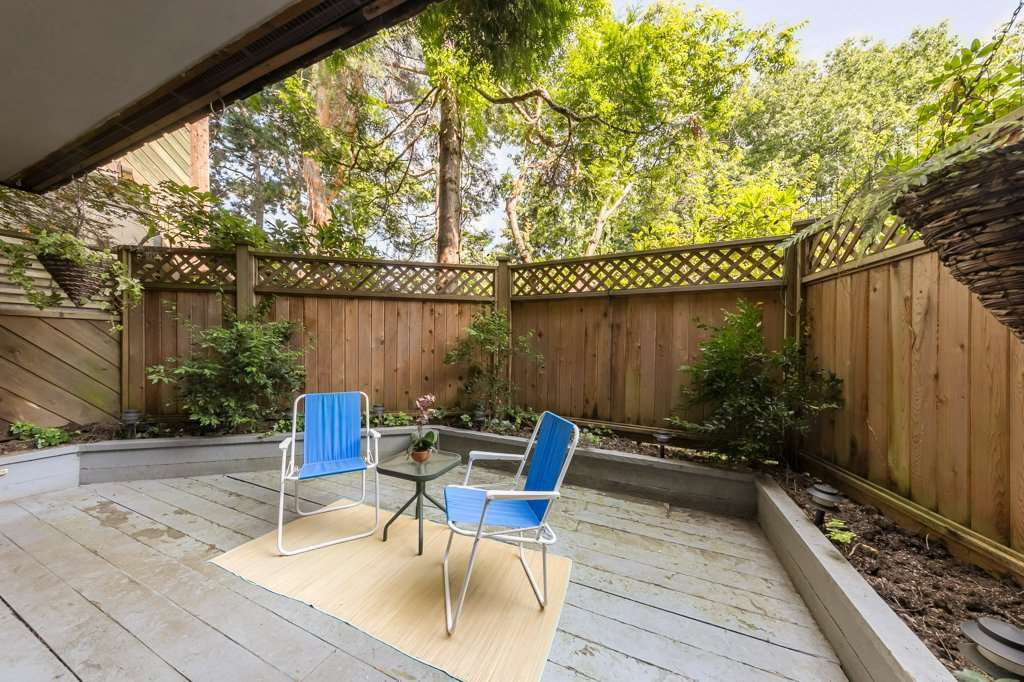 "Main Photo: 105 550 E 6TH Avenue in Vancouver: Mount Pleasant VE Condo for sale in ""LANDMARK GARDENS"" (Vancouver East)  : MLS®# R2495111"