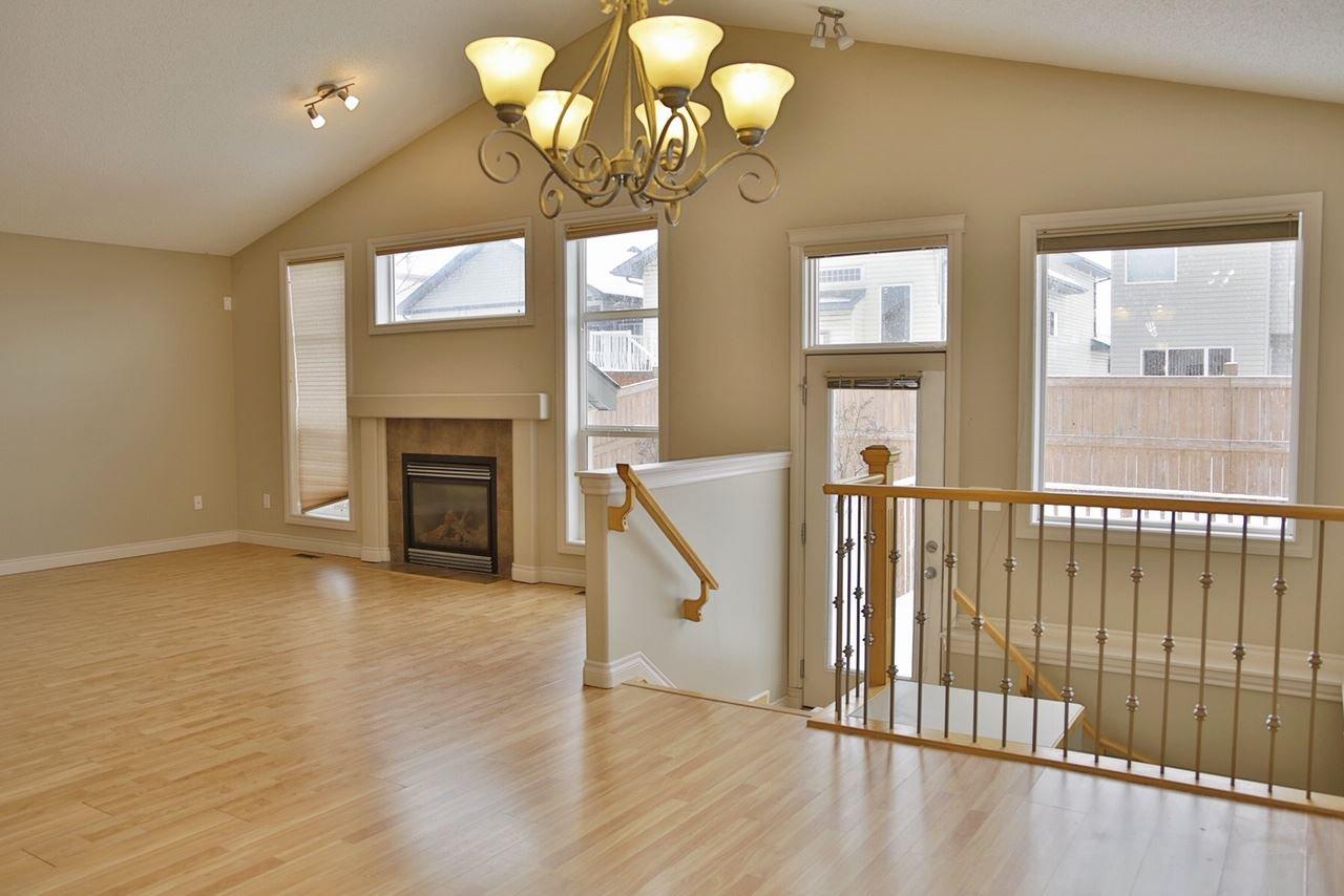 Main Photo: 4606 154 Avenue in Edmonton: Zone 03 House for sale : MLS®# E4185988