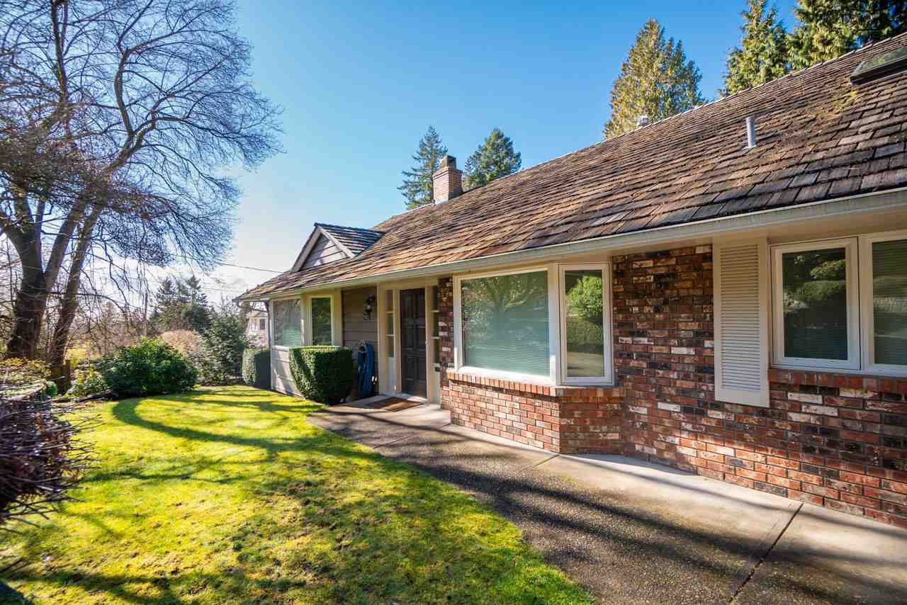 Main Photo: 2045 27TH Street in West Vancouver: Queens House for sale : MLS®# R2442969