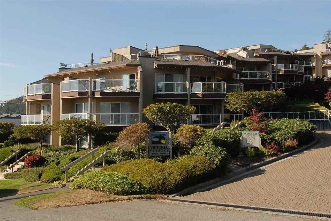 Main Photo: 202 15015 VICTORIA AVENUE: White Rock Condo for sale (South Surrey White Rock)  : MLS®# R2439513