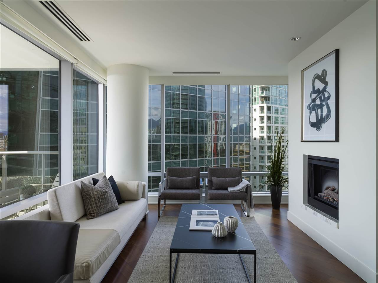 Main Photo: 2308 1111 ALBERNI STREET in Vancouver: West End VW Condo for sale (Vancouver West)  : MLS®# R2483194