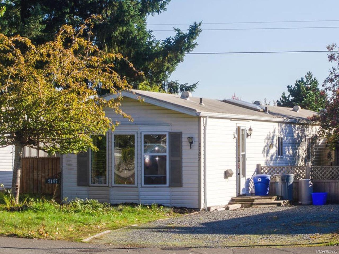 Main Photo: 2187 Stadacona Dr in COMOX: CV Comox (Town of) Manufactured Home for sale (Comox Valley)  : MLS®# 826925