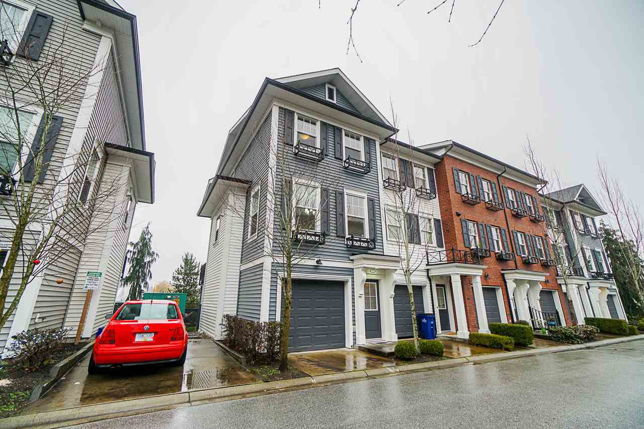 """Main Photo: 28 7348 192A Street in Surrey: Clayton Townhouse for sale in """"Knoll"""" (Cloverdale)  : MLS®# R2423210"""