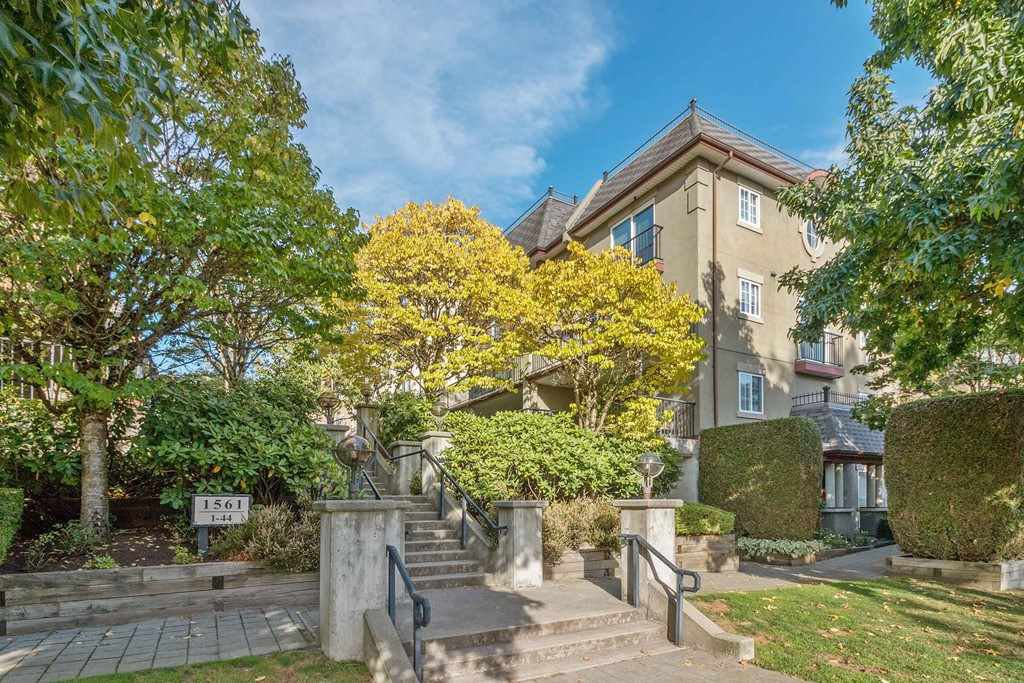 """Main Photo: 86 1561 BOOTH Avenue in Coquitlam: Maillardville Townhouse for sale in """"LE COURCELLES"""" : MLS®# R2516918"""