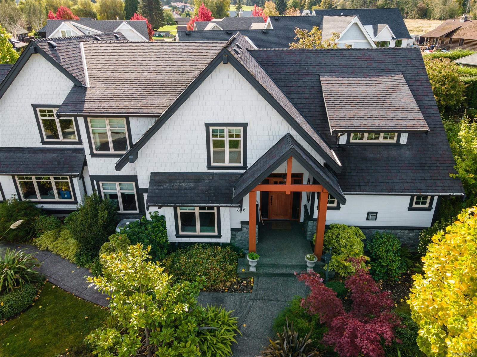 Main Photo: 846 Bluffs Dr in : PQ Qualicum Beach House for sale (Parksville/Qualicum)  : MLS®# 858401