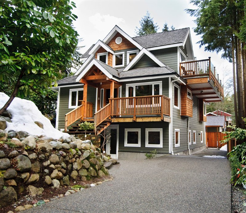 Main Photo: 1943 ROCKCLIFF Road in North_Vancouver: Deep Cove House for sale (North Vancouver)  : MLS®# V751043