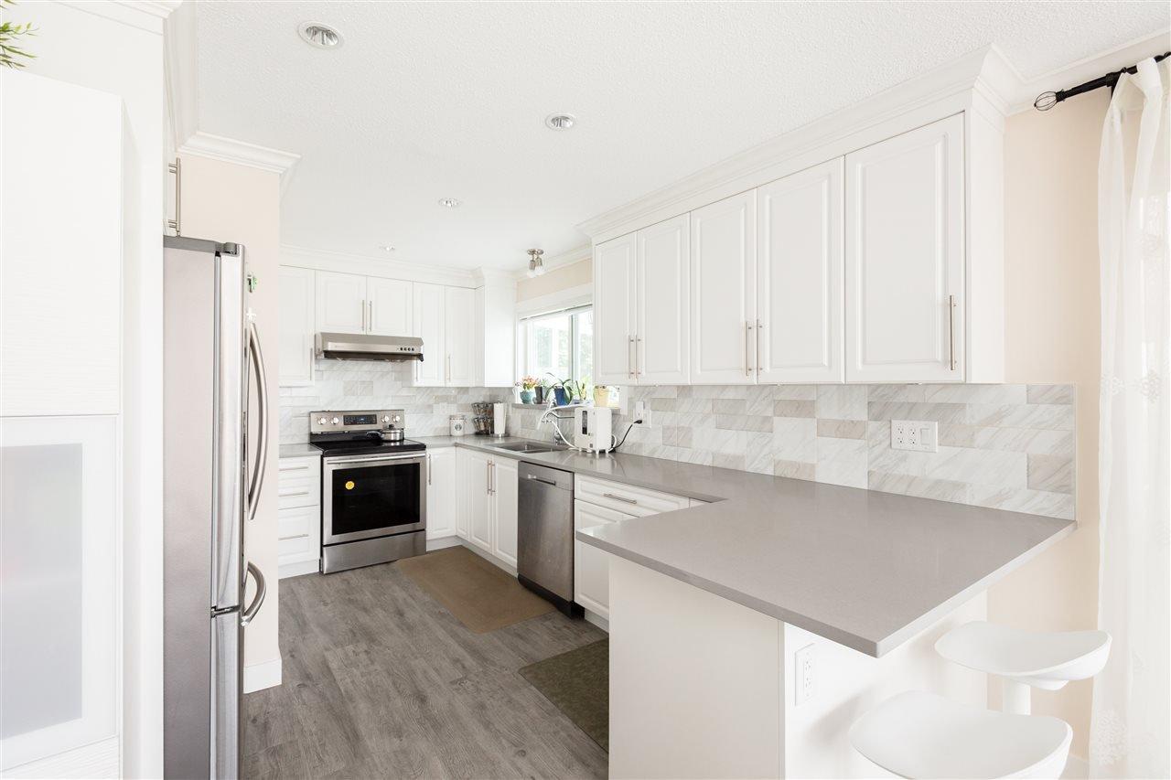 Main Photo: 15754 BUENA VISTA Avenue: White Rock House for sale (South Surrey White Rock)  : MLS®# R2391499