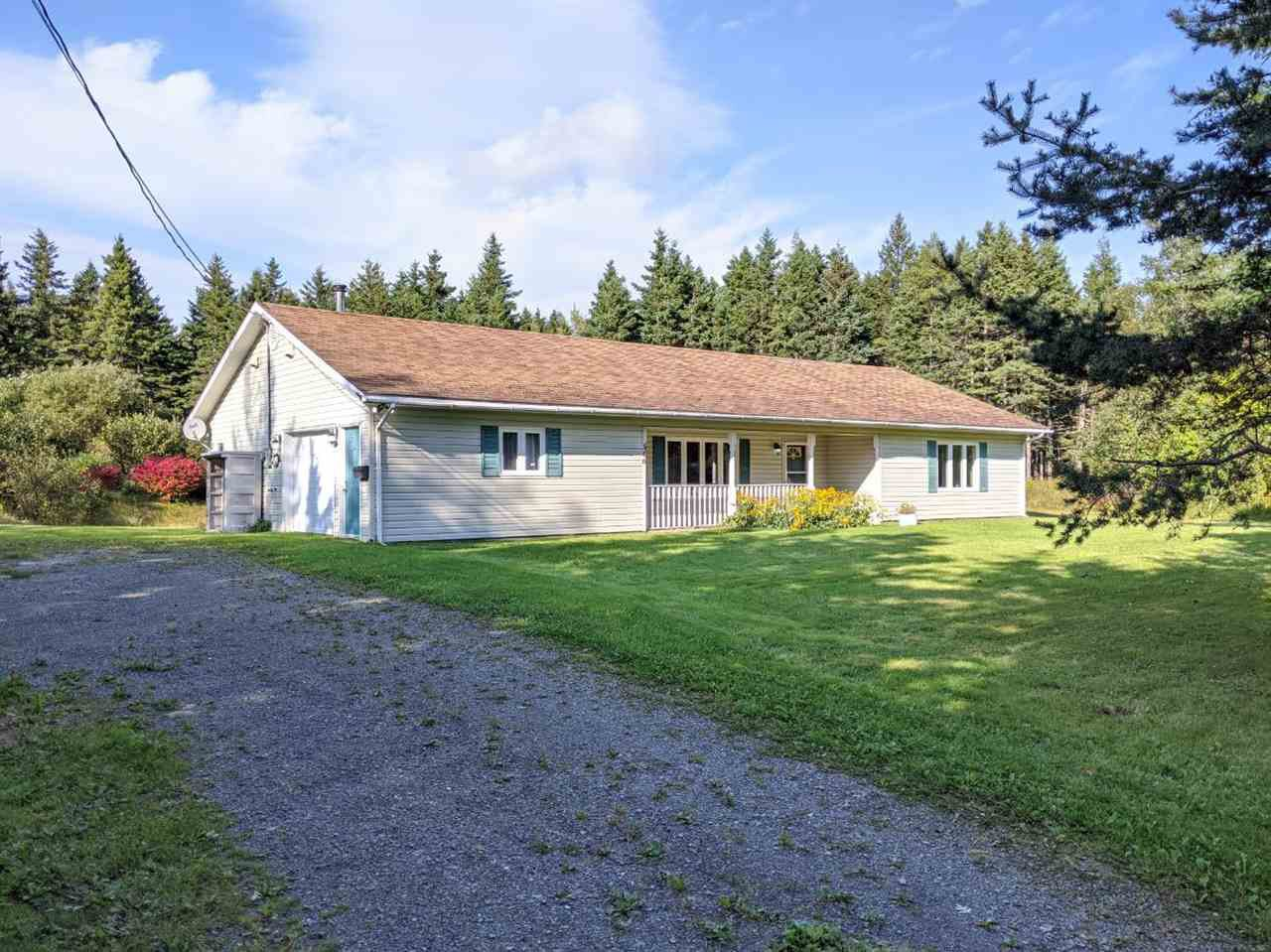 Main Photo: 346 Seaview Drive in North Sydney: 205-North Sydney Residential for sale (Cape Breton)  : MLS®# 202019912