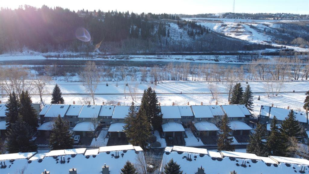 Main Photo: 133 Point Drive NW in Calgary: Point McKay Row/Townhouse for sale : MLS®# A1056926