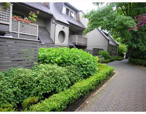 Main Photo: 3166 MOUNTAIN Highway in North_Vancouver: Lynn Valley Townhouse for sale (North Vancouver)  : MLS®# V725396