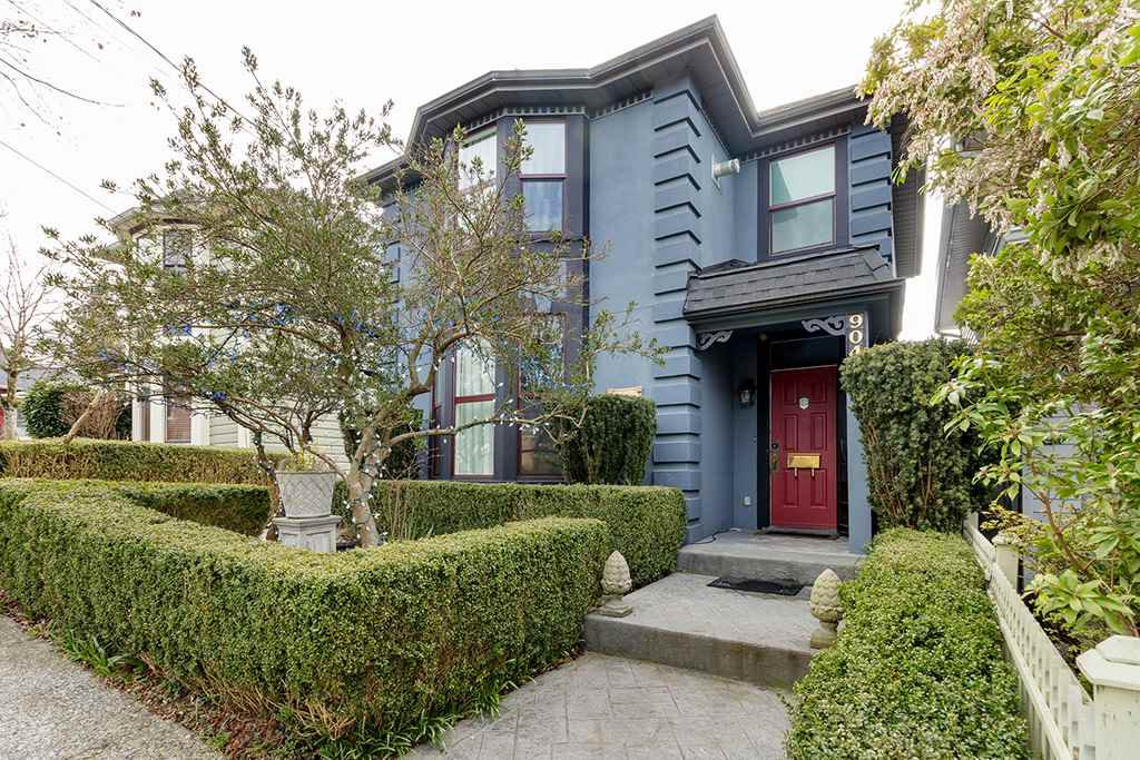 Main Photo: 904 THIRD Avenue in New Westminster: Uptown NW House for sale : MLS®# R2447829