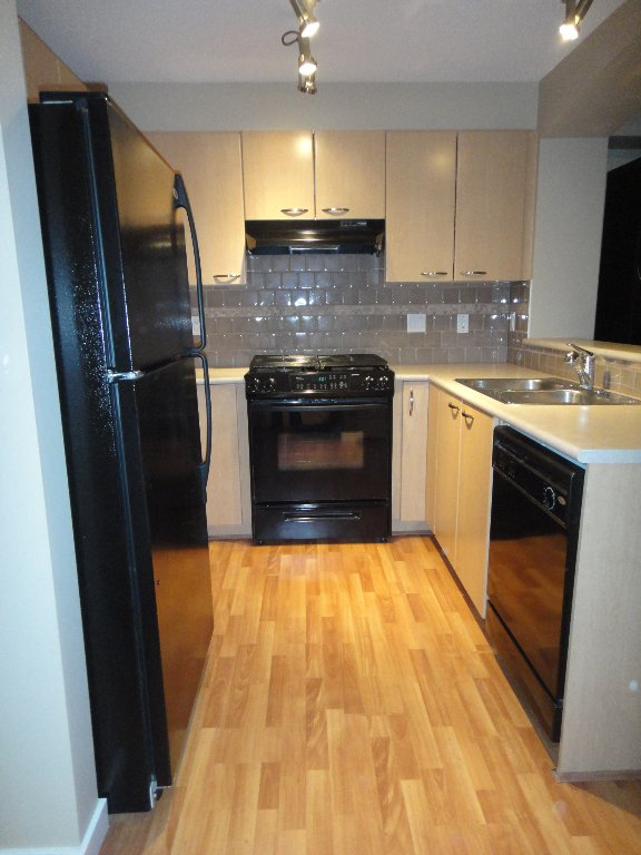 Photo 5: Photos: 308 2958 SILVER SPRINGS Boulevard in Coquitlam: Westwood Plateau Condo for sale : MLS®# V868983