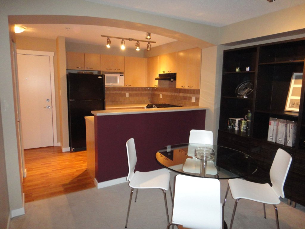 Photo 4: Photos: 308 2958 SILVER SPRINGS Boulevard in Coquitlam: Westwood Plateau Condo for sale : MLS®# V868983