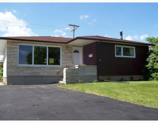 Main Photo: 32 MACAULAY Place in WINNIPEG: North Kildonan Residential for sale (North East Winnipeg)  : MLS®# 2810792