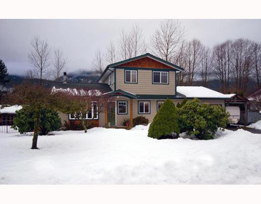 Main Photo: 41271 MEADOW Avenue: Brackendale House for sale (Squamish)  : MLS®# V747673