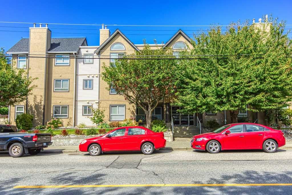 "Main Photo: 303 15035 THRIFT Avenue: White Rock Condo for sale in ""Grosvenor Court"" (South Surrey White Rock)  : MLS®# R2494043"