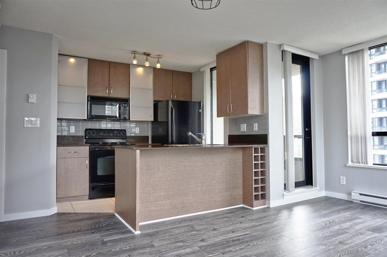 Main Photo: 1007 909 MAINLAND STREET in Vancouver: Yaletown Condo for sale (Vancouver West)  : MLS®# R2491844