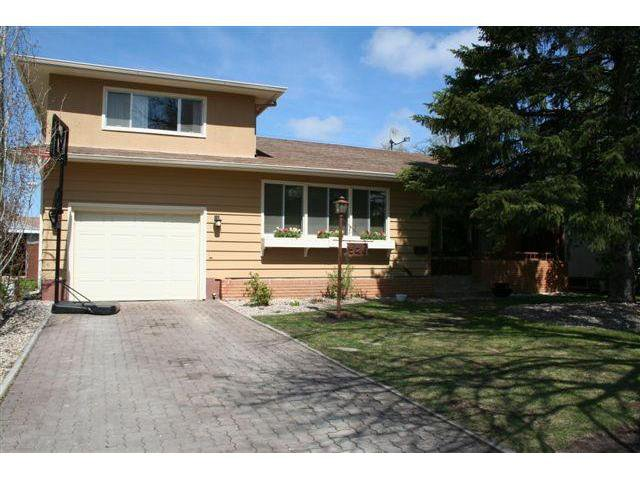 Main Photo: 526 Sharron Bay in WINNIPEG: North Kildonan Residential for sale (North East Winnipeg)  : MLS®# 1008675