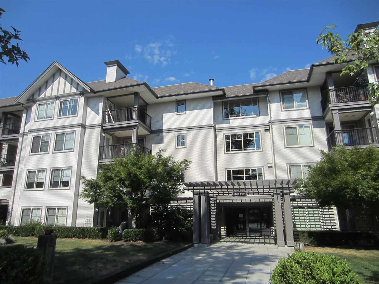 Main Photo: 427 27358 32 AVENUE in : Aldergrove Langley Condo for sale : MLS®# R2073854
