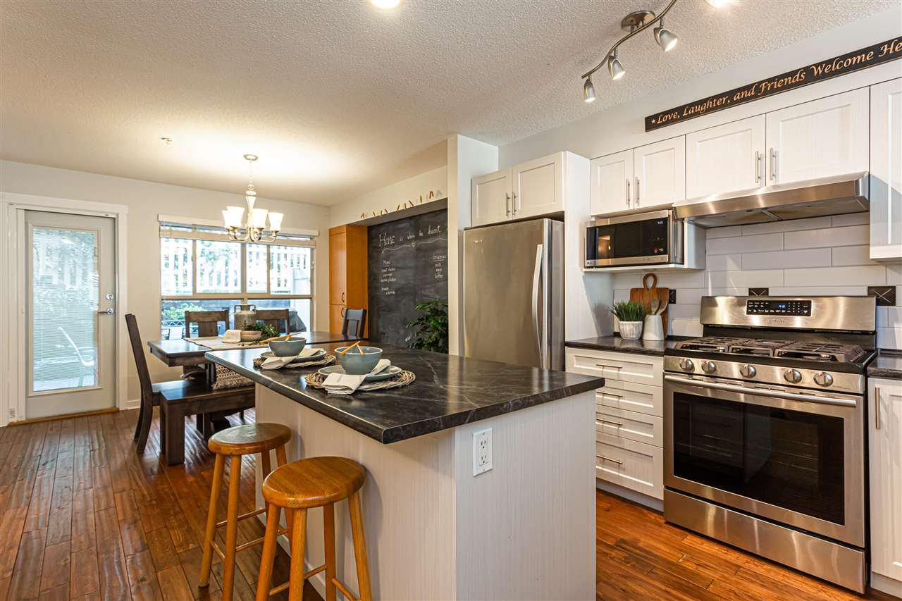 """Main Photo: 15 20350 68 Avenue in Langley: Willoughby Heights Townhouse for sale in """"SUNRIDGE"""" : MLS®# R2496460"""