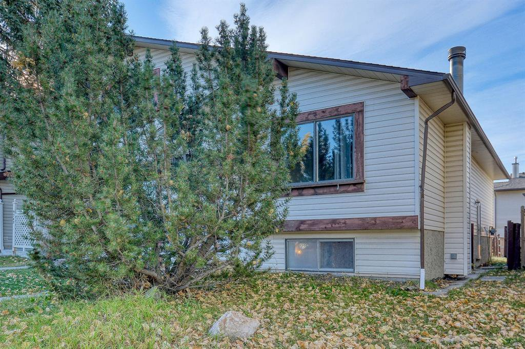 Main Photo: 3738 CEDARILLE Drive SW in Calgary: Cedarbrae Semi Detached for sale : MLS®# A1037615
