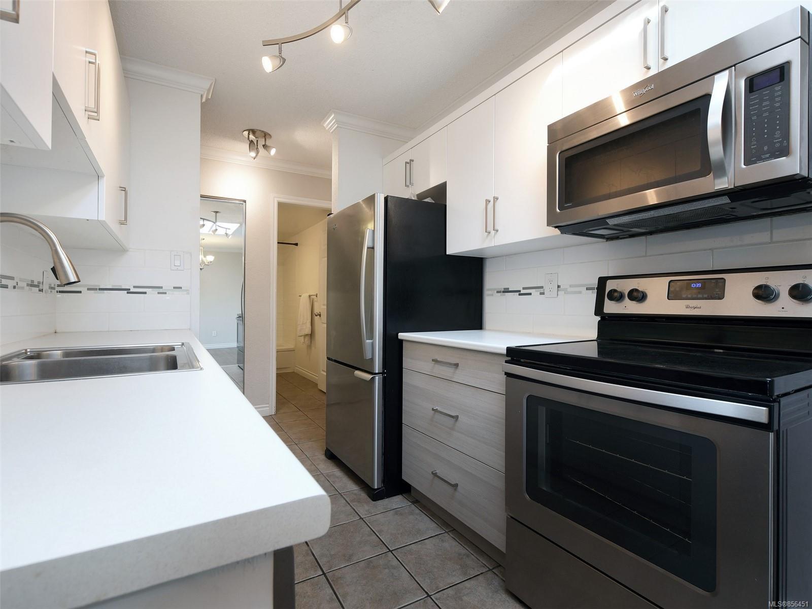 Main Photo: 418 909 Pembroke St in : Vi Central Park Condo for sale (Victoria)  : MLS®# 856451