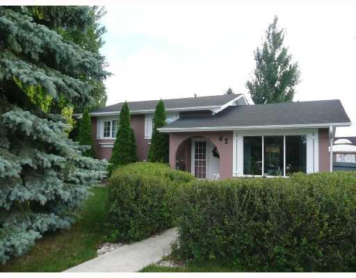 Main Photo: 82 PEMBRIDGE Bay in WINNIPEG: St Vital Residential for sale (South East Winnipeg)  : MLS®# 2815087