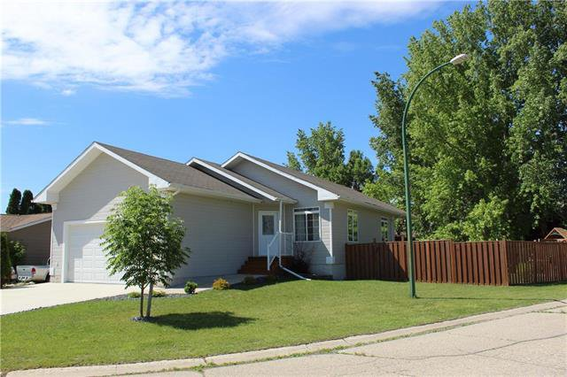 Main Photo: 30 Cedar Crescent in Morris: Residential for sale (R17)  : MLS®# 1928963
