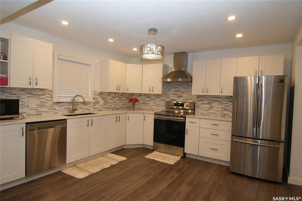 921 106th Street North Battleford kitchen