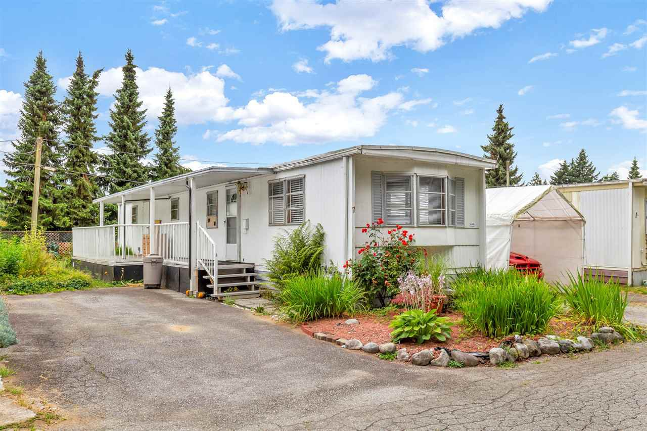 """Main Photo: 7 21163 LOUGHEED Highway in Maple Ridge: Southwest Maple Ridge Manufactured Home for sale in """"Val Maria Mobile Home Park"""" : MLS®# R2484600"""