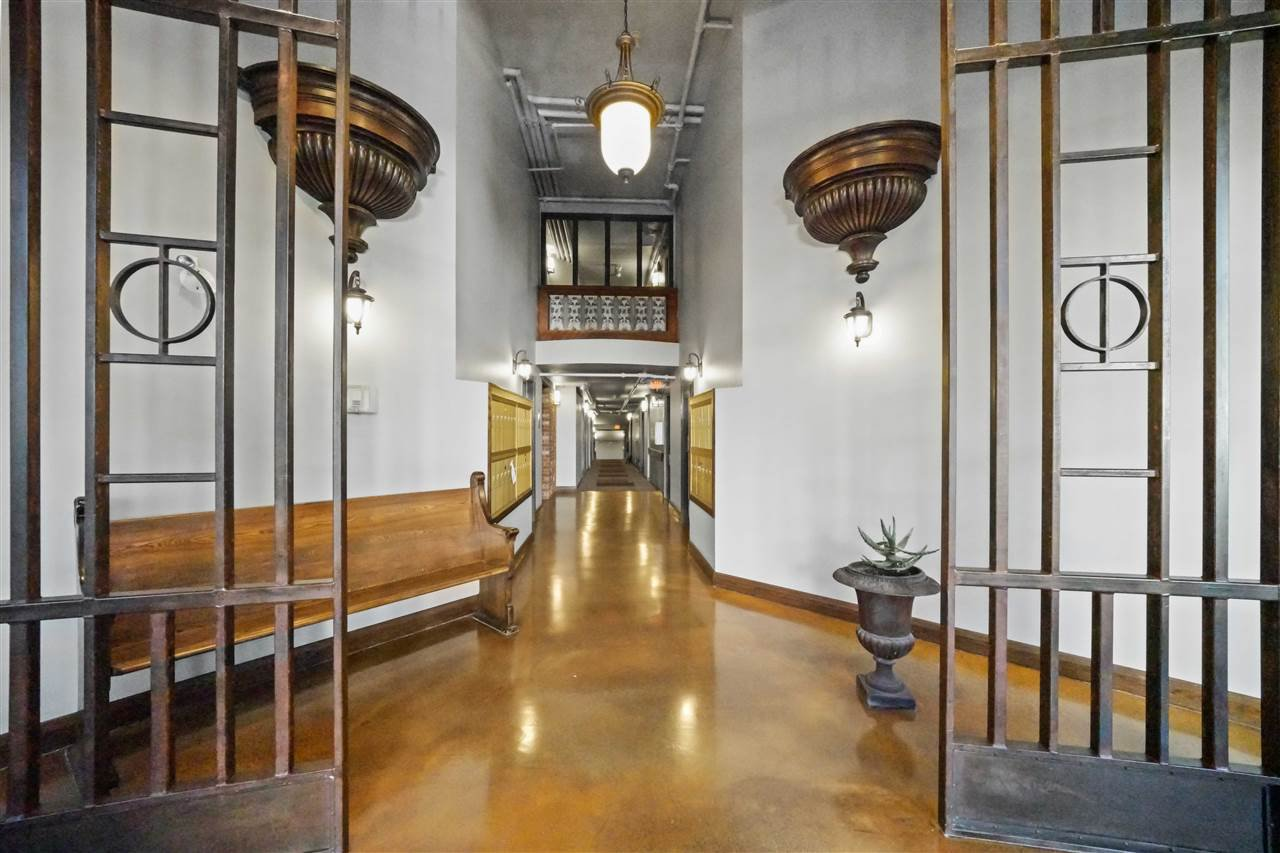 """Photo 17: Photos: 201 2525 QUEBEC Street in Vancouver: Mount Pleasant VE Condo for sale in """"CORNERSTONE"""" (Vancouver East)  : MLS®# R2477033"""